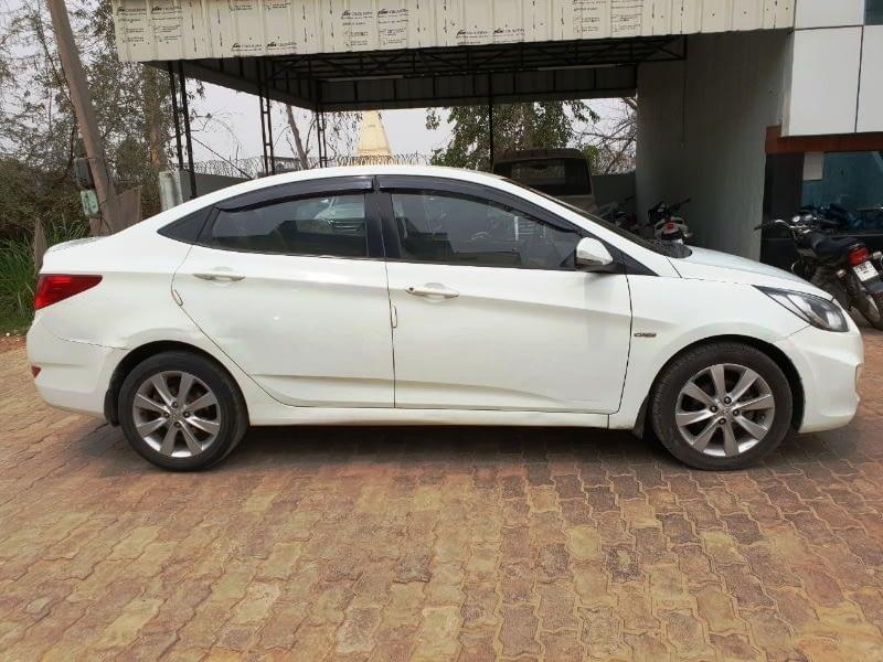 Hyundai 4S Fluidic Verna  sx
