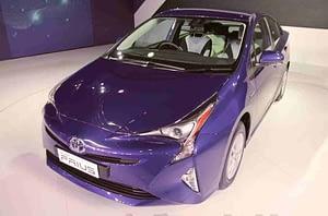 2016-Toyota-Prius-at-Auto-Expo-2016