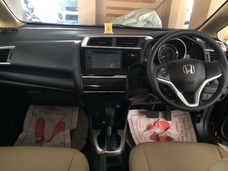 Honda Jazz  V AT