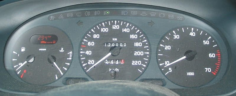 How to identify odometer tampering while buying used cars in India 1